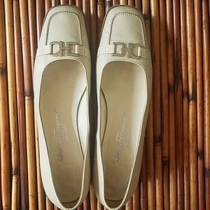 Salvatore Ferragamo Boutique Vintage white flats